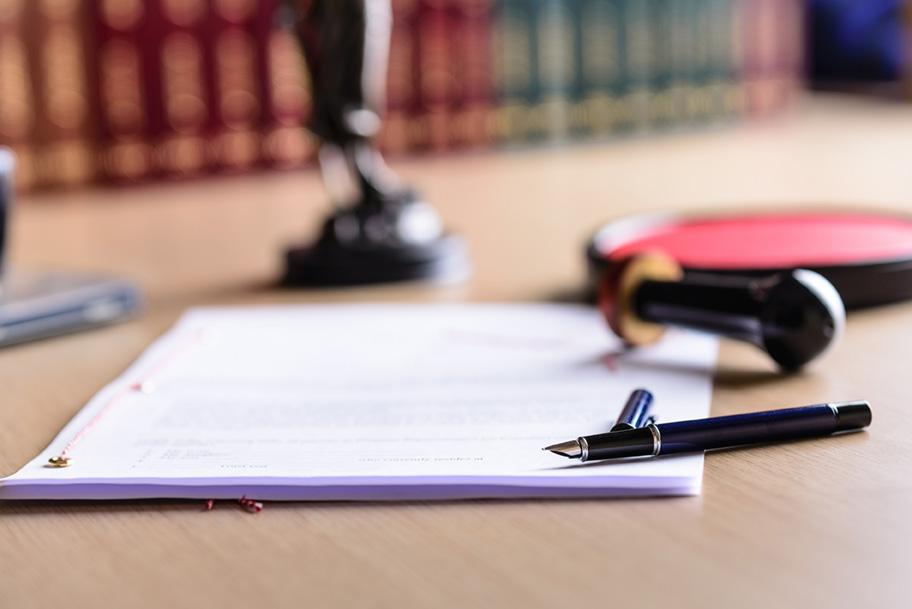 Asseverazione, documento rilegato, timbro e penna stilografica