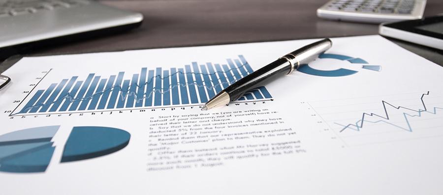 Traduzione finanziaria, documento di sintesi finanziaria con grafici a barre e a torta