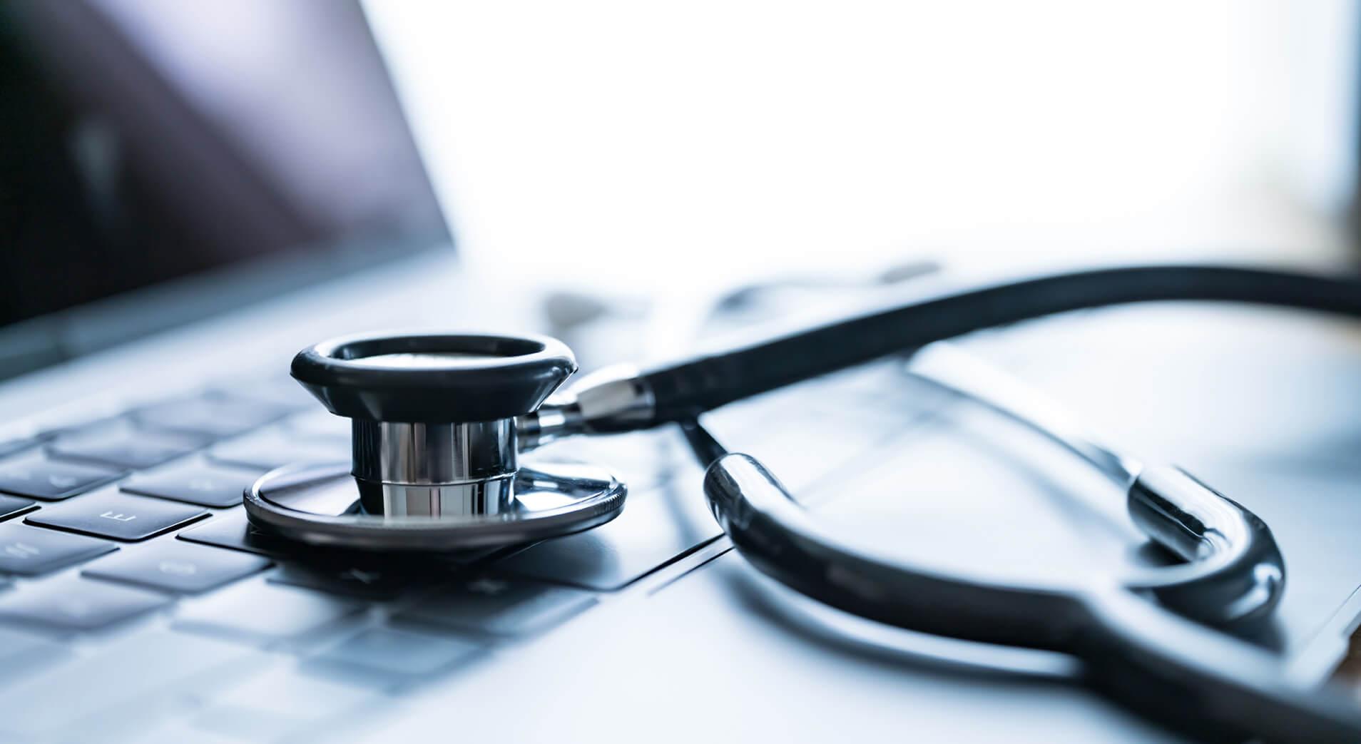 Traduzione scientifica, tastiera e stetoscopio