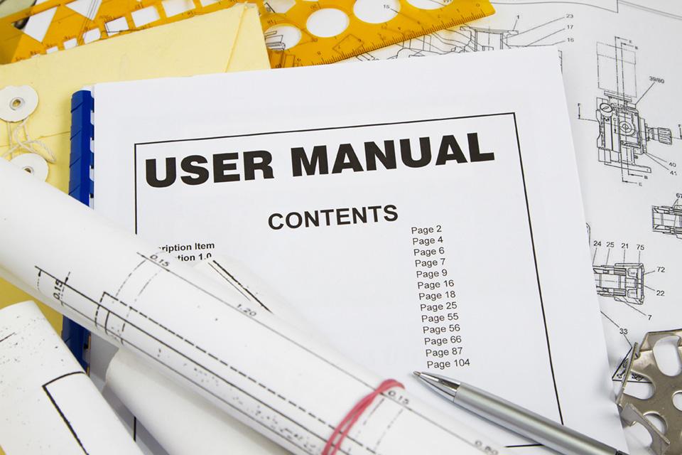 traduzione tecnica, frontespizio di manuale d'uso, progetti, penna e utensili